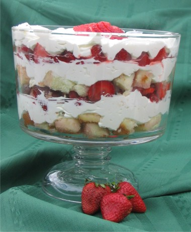 Easy Strawberry Cheesecake Trifle Recipe Food Com