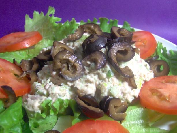 Tuna fish salad on a bed of lettuce recipe healthy for Tuna fish salad recipe