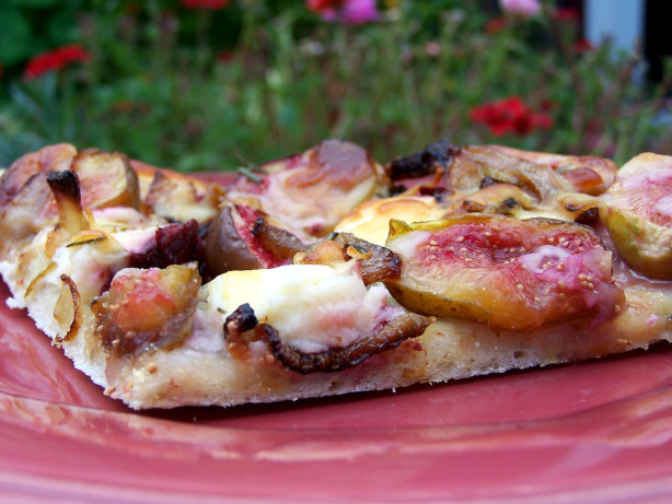 Fresh Fig, Caramelized Onion And Goat Cheese Gourmet Pizza Recipe ...