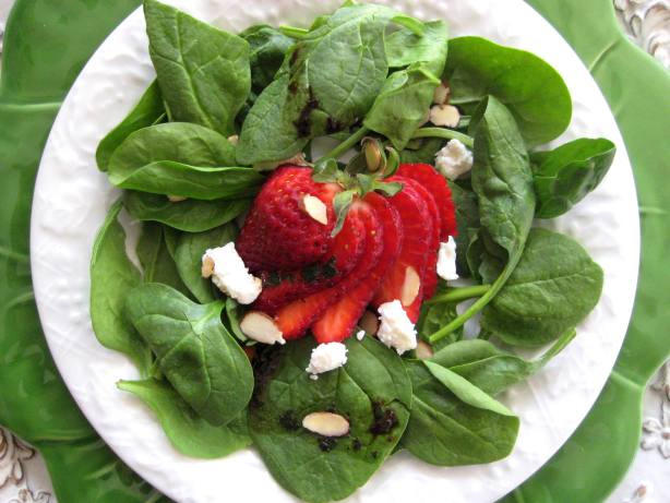 Spinach And Strawberry Salad With Feta Cheese And Balsamic Vinai ...