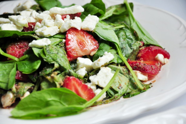 Delicious Easy Spinach And Strawberry Salad With Feta ...