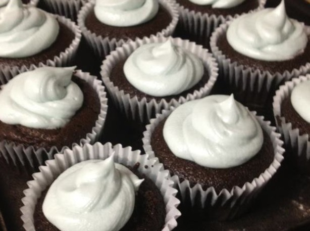 Moist Chocolate Cupcakes- Super Easy- Budget Recipe - Food.com