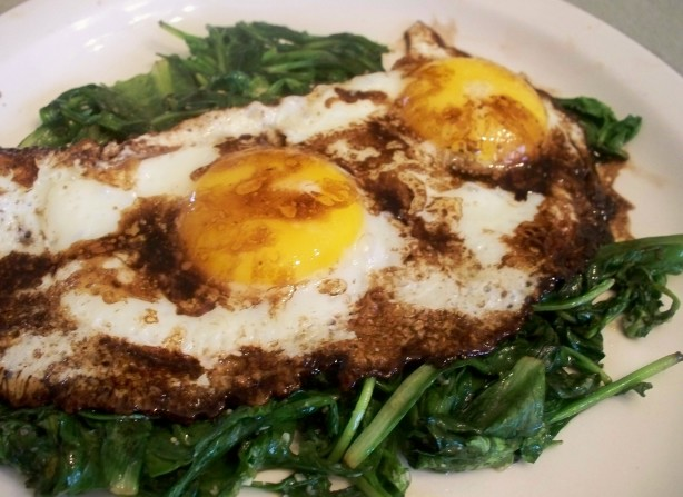 Balsamic Fried Eggs With Wilted Greens In Under 10 Minutes) Recipe ...