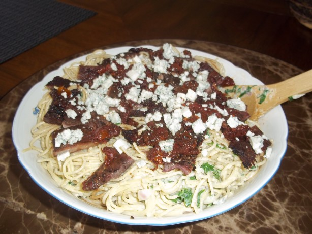 Steak gorgonzola with balsamic reduction over pasta recipe Olive garden steak gorgonzola recipe