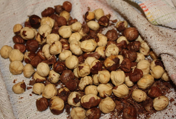how to cook hazelnuts in oven