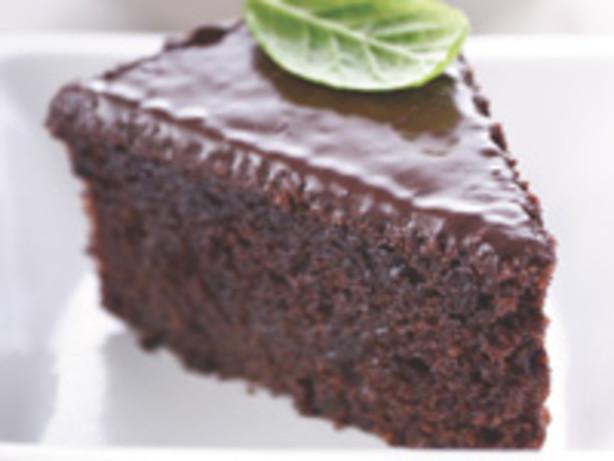 Refrigerator Chocolate Fudge Frosting Cake: Almond Fresh Fudge Cake With Creamy Chocolate Frosting