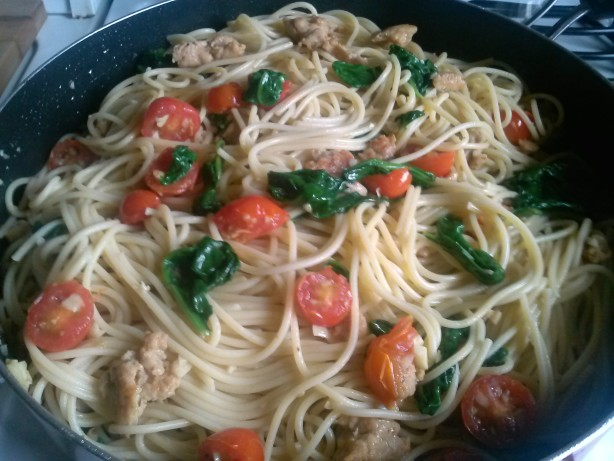 Spaghetti With Chicken Sausage, Spinach, And Grape Tomatoes Recipe ...