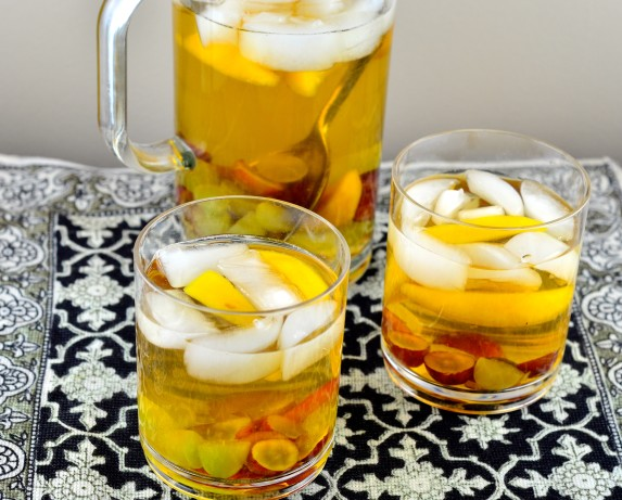Bourbon-White Wine And Peach Sangria Recipe — Dishmaps