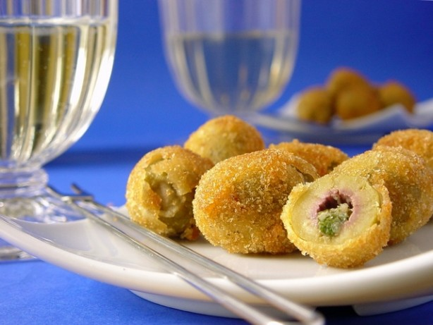 New Year s Eve Appetizers ~ These New Year s Eve Appetizer recipes will work for a large crowd or just a gathering of your family to celebrate the ringing in of the new year. Over a dozen great party appetizers that include recipes like fresh fruit bruchetta, bacon wrapped cocktail .