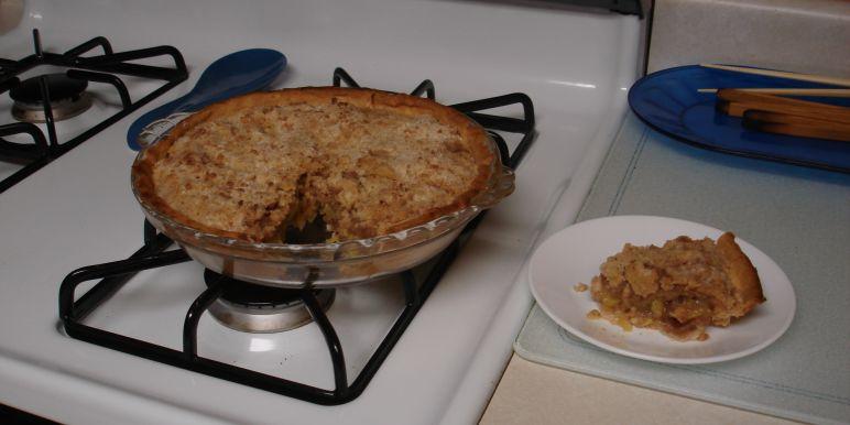 recipe: zucchini apple pie. [31]