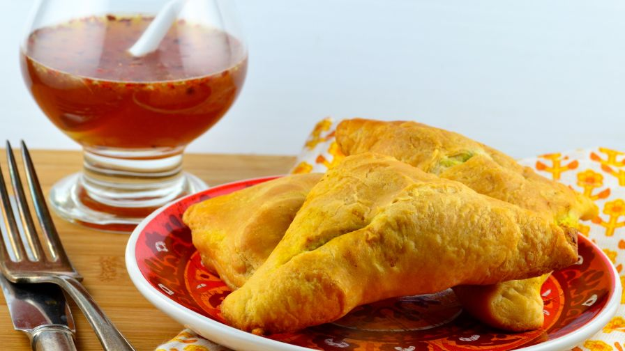 Easy crescent samosa indian style sandwiches recipe genius kitchen forumfinder Image collections