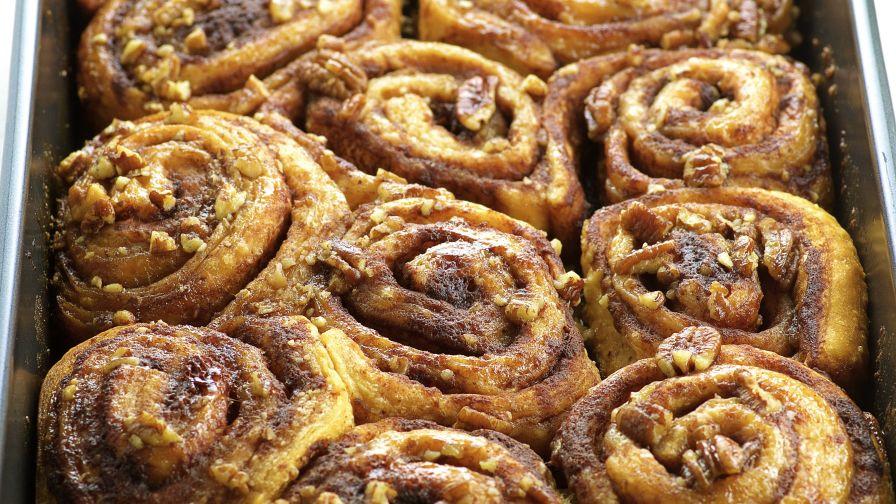 recipe: ooey-gooey cinnamon buns [4]