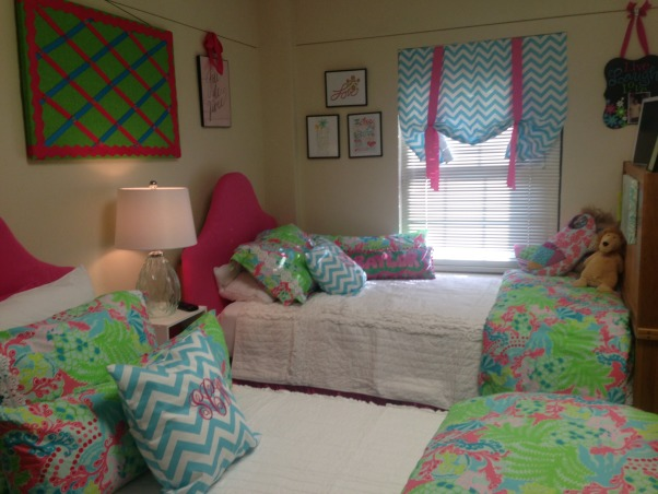 """The """"Lilly""""pad, Collins Dorm Baylor University, Lilly Pulitzer bedding, Dorm Rooms Design"""