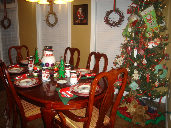 My Favorite Time of the Year, This is my living room all decorated for Christmas.  This year I went with the tradtional red and green modernized somewhat.  Let me know what you think.Hope each of you have a very blessed Christmas., Table in breakfast nook, Living Rooms Design