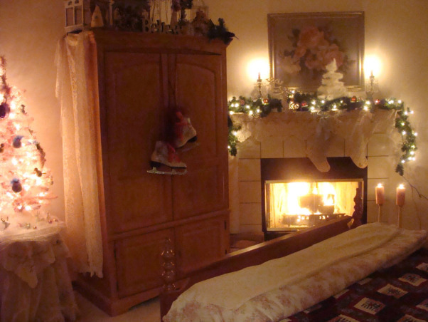 Christmas Bedroom, Our Bedroom at Christmas this year (2008). Merry Christmas!!, Our bedroom, decorated for a romantic Christmas. , Bedrooms Design