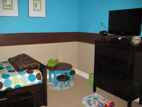 Cool Toddler Room, Toddlers bedroom and playroom, I made the little table and chairs because I wanted a round table and I just couldn't find one. , Bedrooms Design
