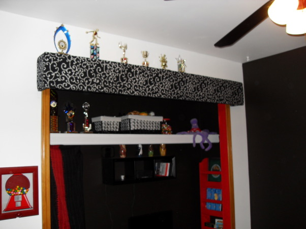 Pre-teen modern bedroom, Modern color splash boys space that will last for years., Valance hand made to feature closet  with shelf on top to display trophies. Coordinating storage baskets on shel for easy clean up, Boys' Rooms Design