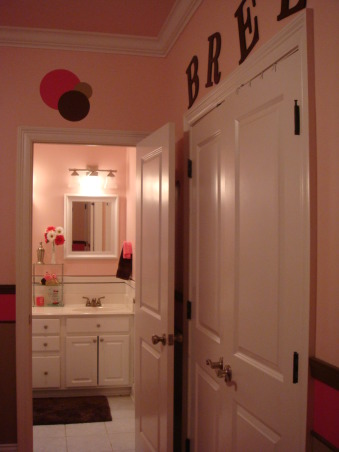 Pink and Brown, This is my 11yr old's bathroom. She wanted pink and brown so thats what I did. I think its missing somthing just dont know what. Any ideas?, Just trying to make the BED & BATH flow together., Bathrooms Design