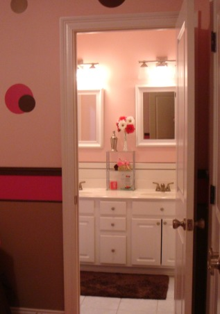 Pink and Brown, This is my 11yr old's bathroom. She wanted pink and brown so thats what I did. I think its missing somthing just dont know what. Any ideas?, Bathrooms Design