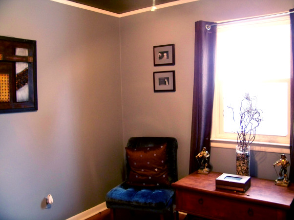 Fabulous Relaxing Brown & Blue Office, This room was blue when I moved in. I painted it hot pink!! The pink was different but it hurt my head after a while. SO back to blue, but a better blue. I painted the ceiling dark brown partly as an experiment to see if I would like it, and partly to hide the imperfections, cracks, bumps, and glued on stars!!! Turns out, I do love a brown ceiling and have since painted the bedroom ceiling and will soon paint the bathroom. Anyone thinking about painting a ceiling dark brown....don't be afraid!! Although I must say, I think white crown molding is a must in such an endeavor. So anyway, this is my favorite room so far but I am open to any suggestions you may have. Several minds are better than one., Have a seat , Home Offices Design