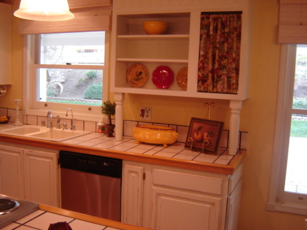 French country, Kitchen in pale yellow with white cabinets.Hardwood floors., Kitchens Design