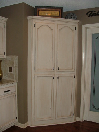 Our New Cream Glazed Kitchen!!!, Glazed cabinets cream cabinets oil rubbed bronze granite, Corner pantry  , Kitchens Design