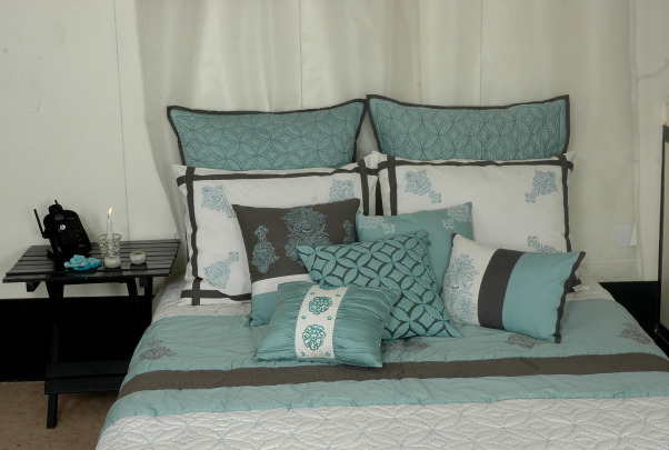 CORAL, WITH THE CALMNESS OF SEA AND FOAM COLORS. A VERY SUAVE FEELING. , Bedrooms Design