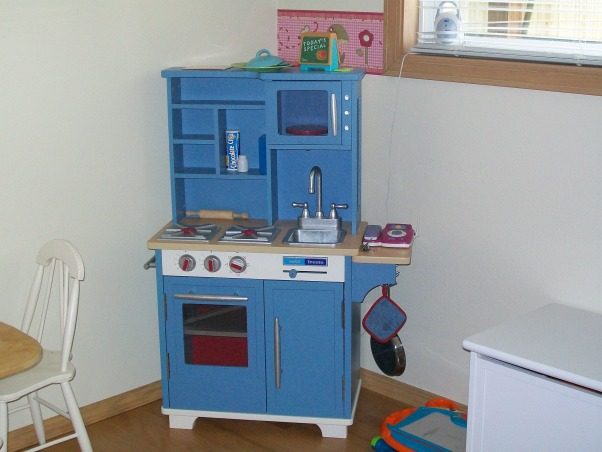 3 year old's room, butterflies, flowers, and all a 3 year old wants., riyan's play kitchen, Girls' Rooms Design