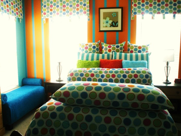 orange and blue paradise, this room is perfect for teen and tween girls, Bedrooms Design