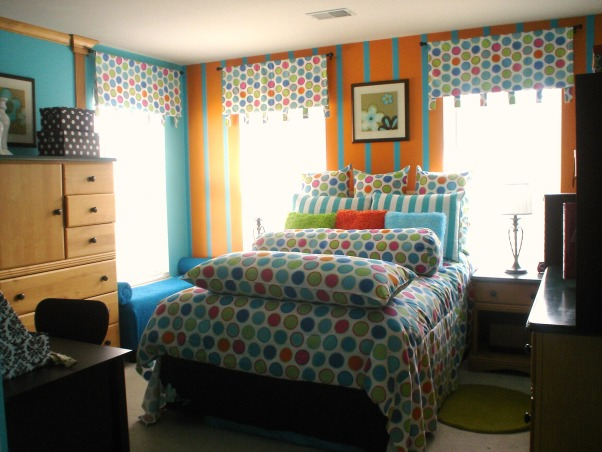 orange and blue paradise, this room is perfect for teen and tween girls, nice full sized bed for a single or it can be for 2 girls who love bright colors.also has a nice window seat. , Bedrooms Design