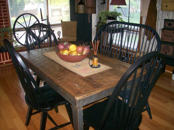 Americana dining room decorating ideas for Primitive dining room ideas