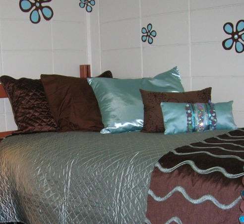 Freshman Dorm Room, Stylish Dorm Room With Special Details, Bed View and pillows, Dorm Rooms Design