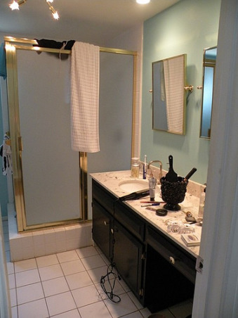 From ick to slick!, Taking a 1964 bathroom with horrible brass accents to 2009 with inspiration from Candice Olson, The before shot , Bathrooms