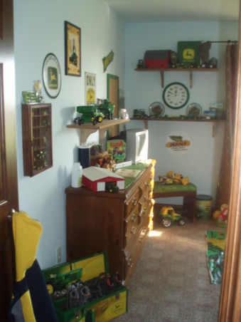 John Deere Boys' Room , I have 3 girls and 1 Boy !!!!!, Walking into his room    , Boys' Rooms Design