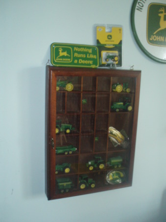 John Deere Boys' Room , I have 3 girls and 1 Boy !!!!!, I Found this at a Yard Sale it looked just right to put my sons little Tractors in it.   , Boys' Rooms Design