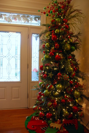 One of many Christmas trees!, This is the Christmas tree in my foyer, the first tree that greets you as you walk in the front door!, Holidays Design