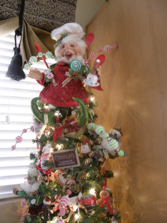 Kitchen Christmas Tree, My kitchen tree with Mark Roberts Elves and ...