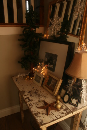 Holiday HOme Tour, We participated in our local home tour this year...whew...I have been doing Christmas since Halloween!  Lots of work....but lots of fun!, Stairway landing tablescape  , Holidays Design