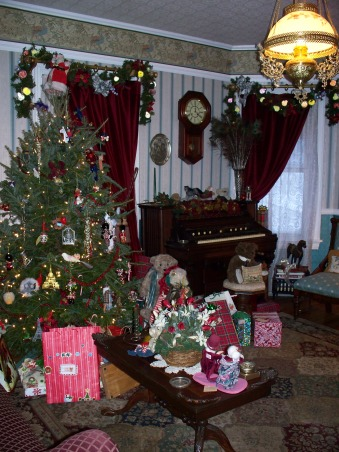 turn of the century christmas, christmas 2009  real tree and antique toys, Holidays Design