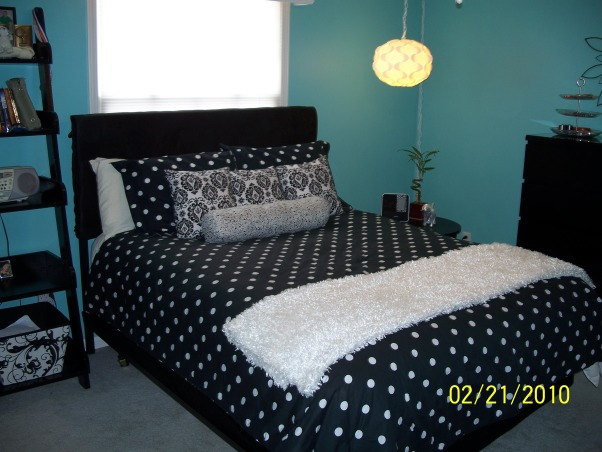 new teen bedroom we painted the walls a tiffany blue and added black