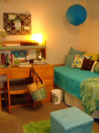 Lauren's Getaway, Vera Bedding Flair with great hang out for friends!, Make your bed become a sofa look with lots of pillows, Dorm Rooms Design