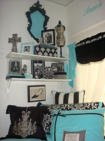 Sorority house style with Tiffany Dorm Bedding Flair, Amanda and Julianne ADPi sorority sisiters and BFF's studied abroad in Europe and brought Tiffany look linked with Pairs flair to the house!, making the walls less boring.  color pop!   , Dorm Rooms Design