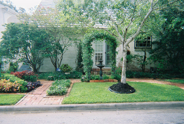 Cape Cod, Yard and garden of our old Texas Cape Cod, Old Side yard off of back kitchen door  , Gardens Design