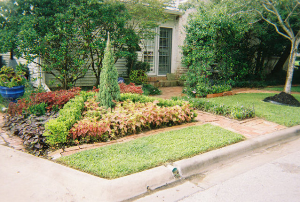 Cape Cod, Yard and garden of our old Texas Cape Cod, A small Texas knot garden.   , Gardens Design