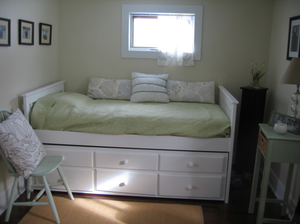 daybed office before after this 39 3rd 39 bedroom is a small offic
