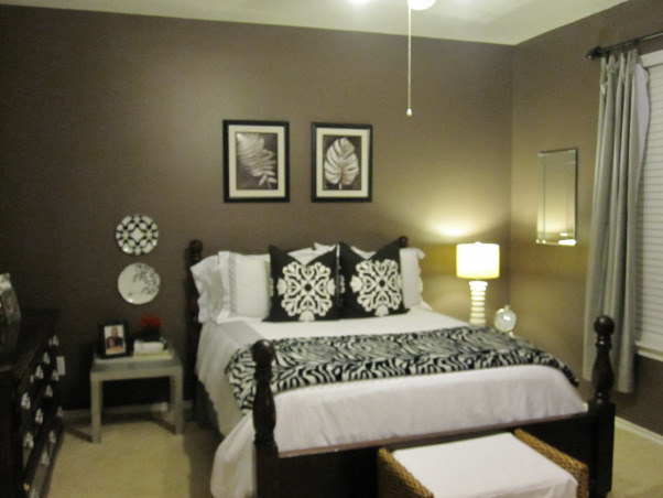 Really Into Black White And Silver Paint Color Mountain Ridge  Silver Black  And White Bedrooms. Make The Most Of A Small Bedroom
