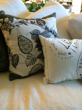 White down filled Matelasse sofa~ Light coffee pillows! Amethyst flowers, Living Rooms Design