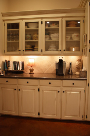 Classic Kitchen, Classic Traditional Kitchen and Breakfast Area, China Cabinet Wall, Kitchens Design