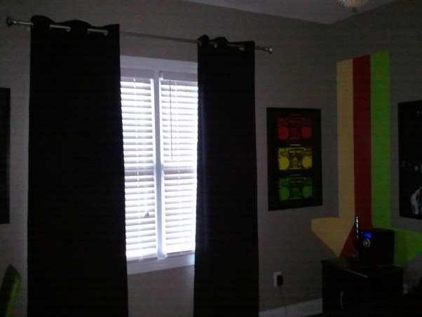 Teen Bedroom, Rasta Room, drapes finally in, Boys' Rooms Design