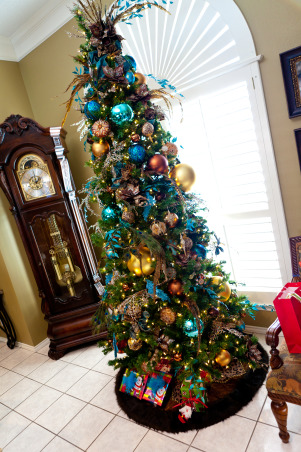 Show Me Christmas Decorating, Show Me Decorating Christmas trees, mantels, wreaths, garlands, doorways and more, Show Me a peacock tree!, Holidays Design